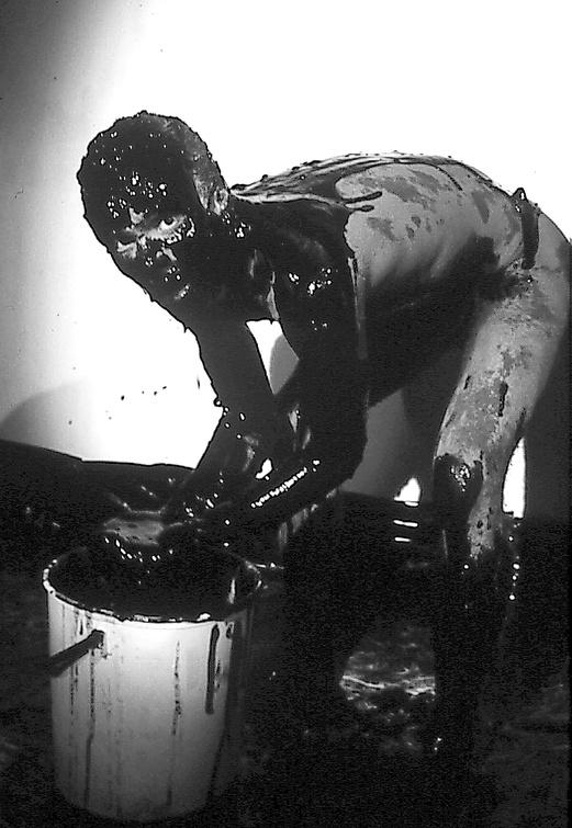 La Fura dels Baus. Accions 1984. Painting test. Author: La fura dels baus. Photo: Josep Gol.
