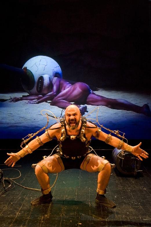 Afasia1998. Mechatronic Performance. Ciclop Scene. Author: Marcel·lí Antúnez Roca. Photo: Darius Koehli.
