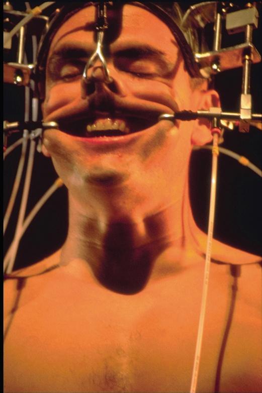 Epizoo 1994. Interactive Performance. Extrem Golem Scene. Author: Marcel·lí Antúnez Roca. Photo: Martin L. Vargas.