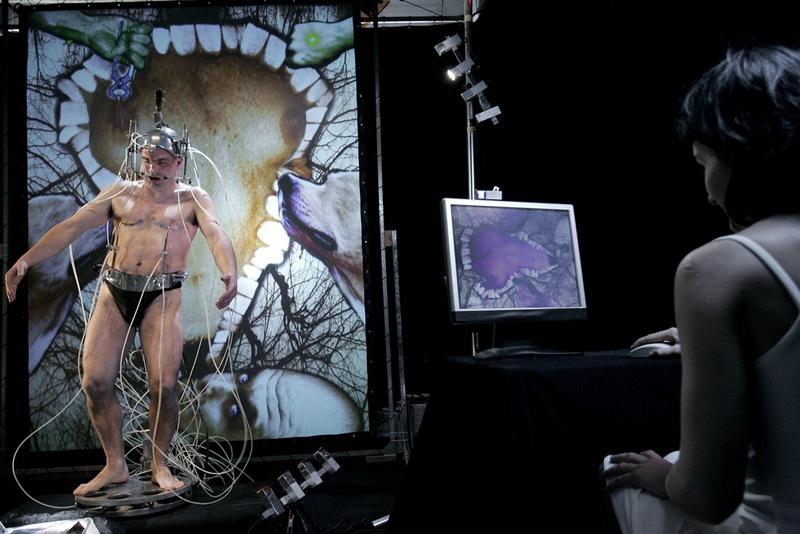Epizoo 1994. Interactive Performance. Bust scene, user. Author: Marcel·lí Antúnez Roca. Photo: Carles Rodriguez.