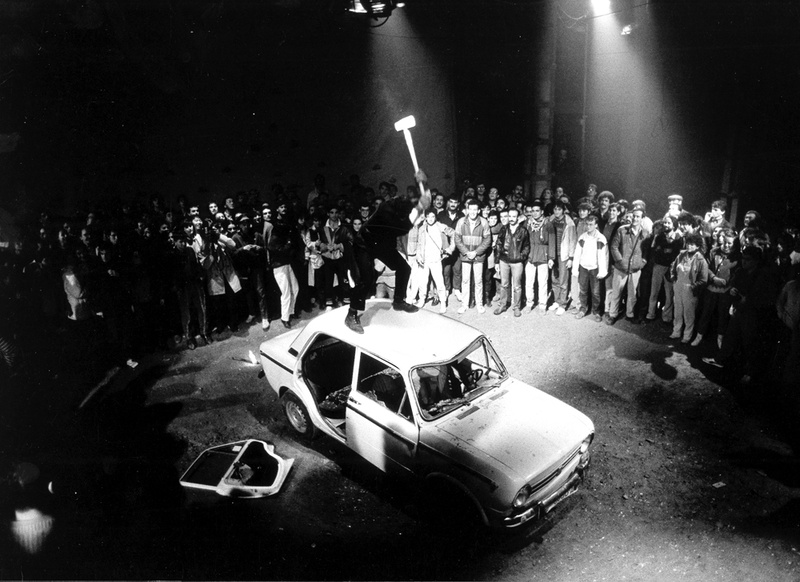 La Fura dels Baus. Accions 1984. Cotxe scene. Author: La fura dels baus. Photo: Josep Gol.