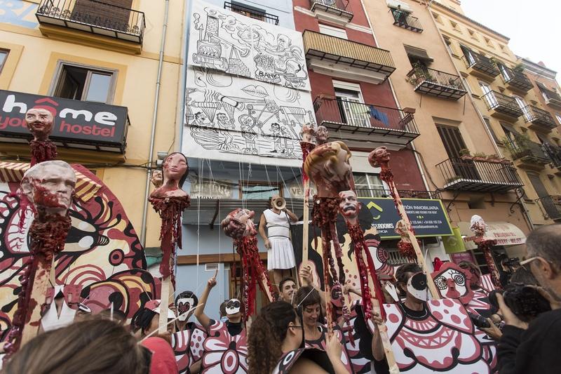 Tracapello Aristocracy. Dr. Collado Place, Valencia. Author: Marcel·lí Antúnez Roca. Photo: Carles Rodriguez.