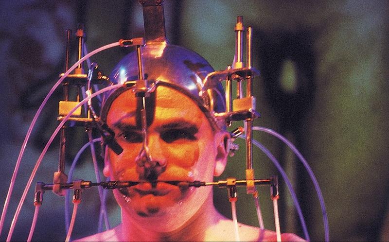 Epizoo 1994. Interactive Performance. Cara scene. Author: Marcel·lí Antúnez Roca. Photo: Nuria Andreu.