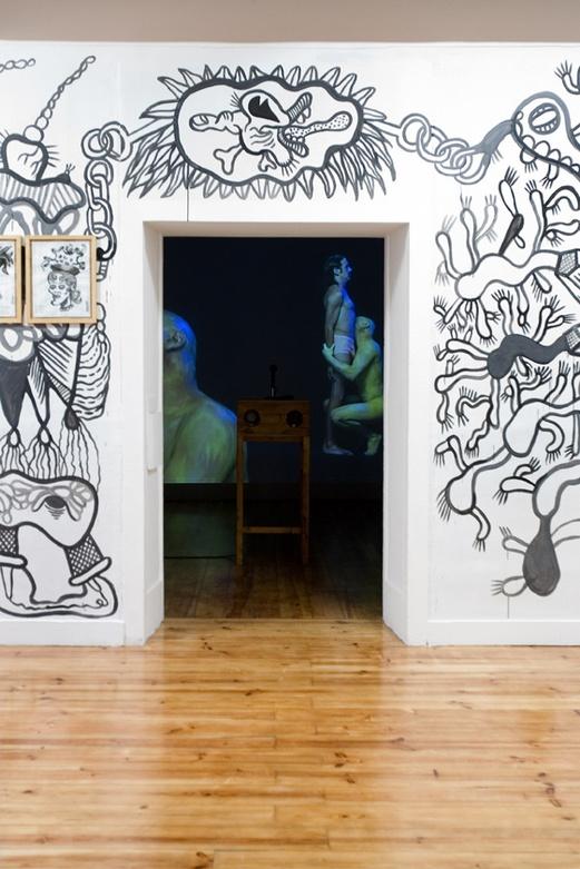 Hipnotoc Installation. Entrance. ZDB Gallery, Lisboa.. Author: Marcel·lí Antúnez Roca. Photo: Carles Rodriguez.
